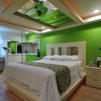 Romantic Inn & Suites Guestroom