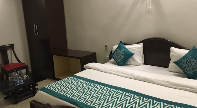 21 Milestone Hotel & Resort - New Delhi - Bedroom