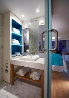 Bond Place Hotel - Toronto - Kamar Mandi