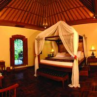 Matahari Beach Resort & Spa Balinese Four Poster Bed