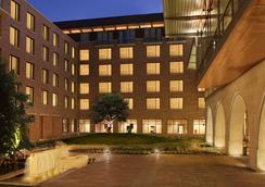 AT&T Hotel & Conference Center at the University of Texas - Austin - Bangunan