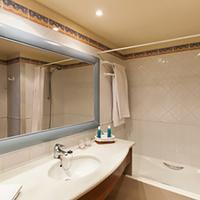 Valentin Sancti Petri Spa & Convention Centre Bathroom
