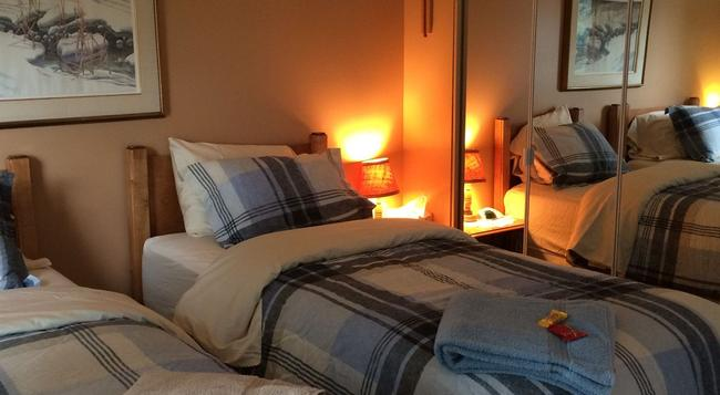 Glacier Park Bed And Breakfast - Saskatoon - Bedroom