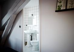 Hotel Des Carmes - Aurillac - Kamar Mandi