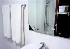 New Penninsula Hotel - Dubai - Kamar Mandi
