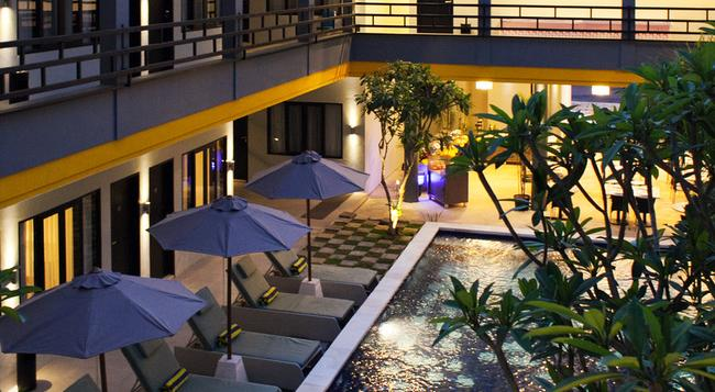Palloma Hotel Kuta - Legian - Pool