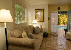 Villa Rosa Inn - Palm Springs - Ruang tamu