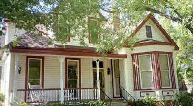 Brava House Bed And Breakfast - Austin - Building