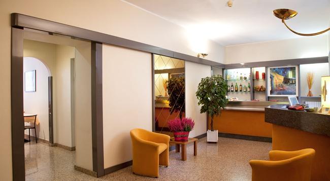 Hotel Des Artistes - Turin - Lobby
