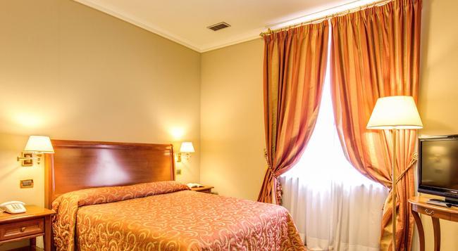 Hotel Oceania - Rome - Bedroom
