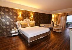 Azka Hotel - Bodrum - Kamar Tidur