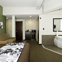 Sleep Inn & Suites Downtown Inner Harbor King Bed Suite with Hot Tub