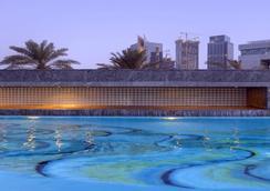 Jumeirah Emirates Towers - Dubai - Kolam