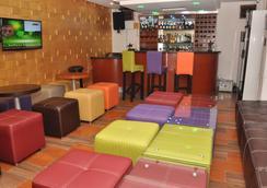 Double A Suites & Lounge - Lagos - Bar