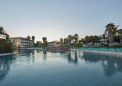 Portaventura Hotel Caribe - Theme Park Tickets Included - Salou - Kolam