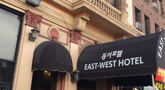 East West Hotel - Los Angeles - Building
