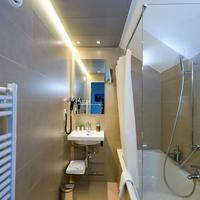 Hotel Alexander Bathroom