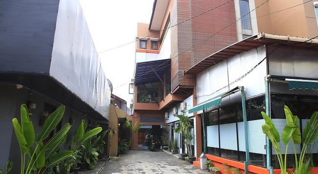 RedDoorz @ Pangeran Antasari - South Jakarta - Building