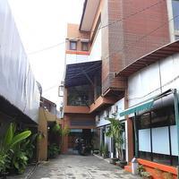 RedDoorz @ Pangeran Antasari Hotel Front