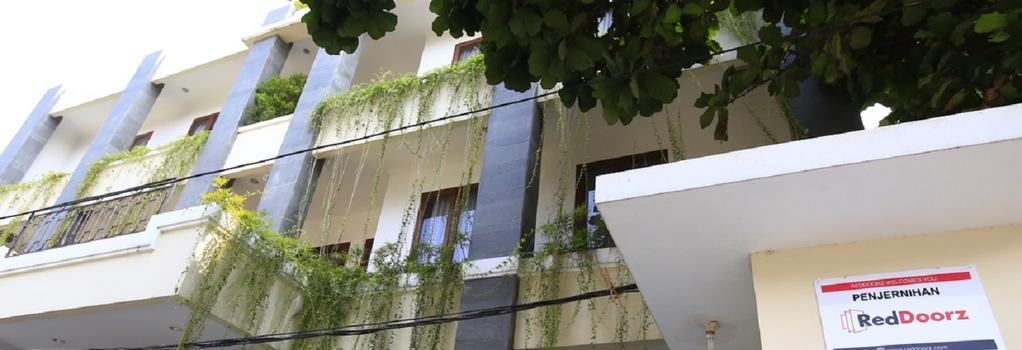 RedDoorz @ Penjernihan - Jakarta - Building