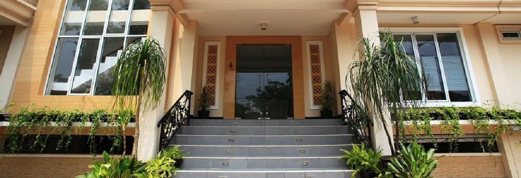 RedDoorz near Soekarno Hatta - Tangerang - Building