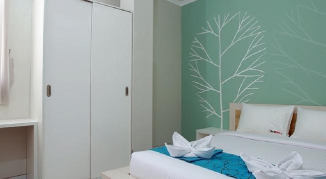 RedDoorz @ By Pass Nusa Dua - Denpasar - Bedroom