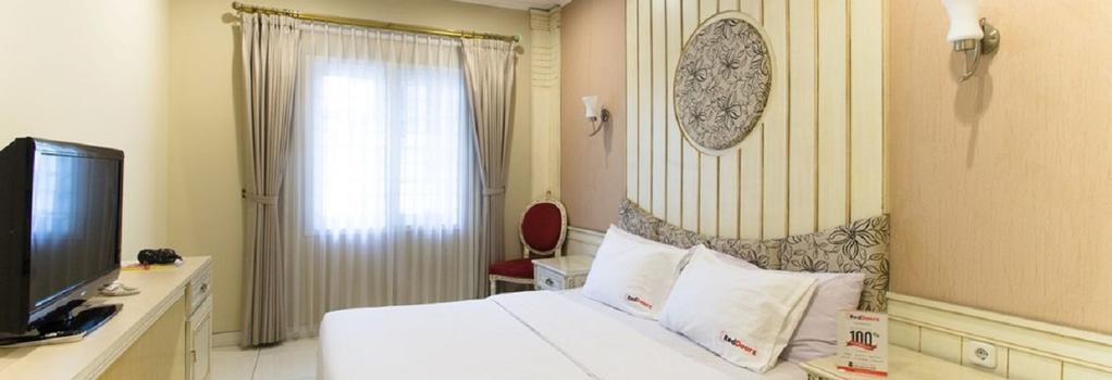 Reddoorz Plus @ Istana Plaza - Bandung - Bedroom