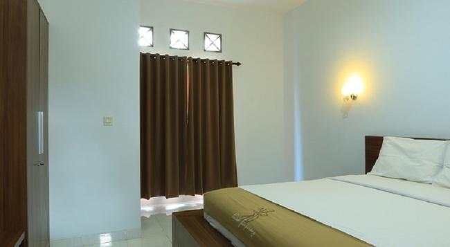 RedDoorz Near By Pass Ngurah Rai - Denpasar - Bedroom