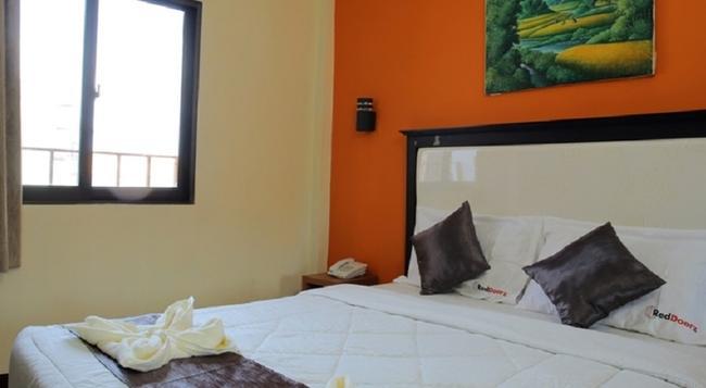 RedDoorz @ Ngurah Rai Airport - Denpasar - Bedroom