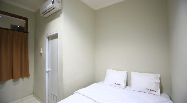 Reddoorz @ Karet Pedurenan - South Jakarta - Bedroom