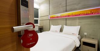 Reddoorz Plus @ Setiabudi Eight - Jakarta Selatan - Kamar Tidur