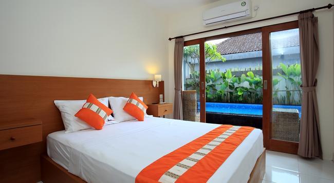 RedDoorz near Raya Petitenget - Denpasar - Bedroom