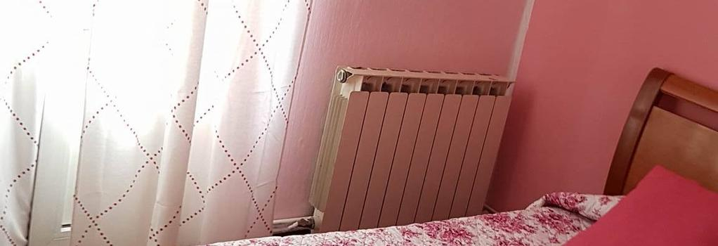 Pension Martinez - Bilbao - Bedroom