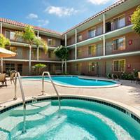 Days Inn And Suites San Diego Near Sea World Pool