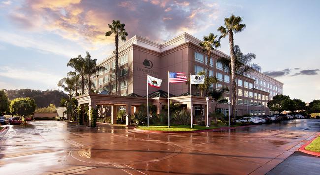 DoubleTree by Hilton Hotel San Diego - Del Mar - San Diego - Building