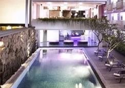 Berry Hotel Bali - North Kuta - Kolam