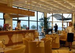 Constantinou Bros Athena Royal Beach Hotel - Paphos - Bar