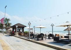 Holiday Beach Danang Hotel & Resort - Da Nang - Pantai