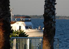 Monroe's on the Lake Hotel & Banquet Hall - Sanford - Pemandangan luar