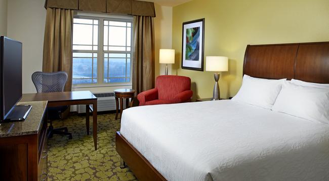 Hilton Garden Inn Roanoke - Roanoke - Bedroom