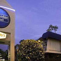 Travelodge Hotel At Lax Los Angeles Intl Hotel Front - Evening/Night
