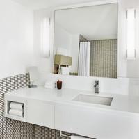 Royal Palm South Beach Miami, a Tribute Portfolio Resort Royal Palm South Beach Guest Bathroom