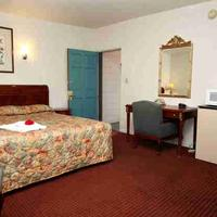 Candle Bay Inn Guestroom