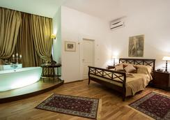 Grand Boutique Hotel - Bukares - Kamar Tidur