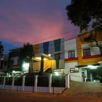 Sabda Guest House Exterior At Night