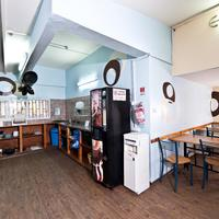 Hayarkon 48 Hostel Fully equipped kitchen with sitting area