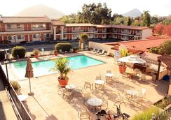 Sands Inn & Suites - San Luis Obispo - Kolam
