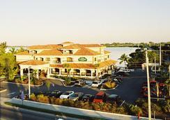 Courtyard by Marriott Key West Waterfront - Key West - Bangunan