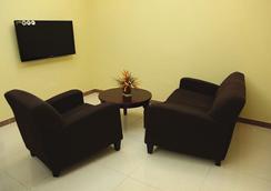 Tanzanite Executive Suites - Dar Es Salaam - Kamar Tidur