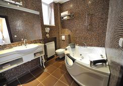 Queens Astoria Design Hotel - Beograd - Kamar Mandi